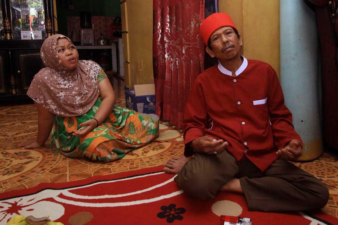 Orang tua Siti Aisyah, Asria dan Benah saat ditemui di rumah mereka di Serang, Banten. Ny Benah yakin anaknya tidak berniat untuk membunuh. Dia berhadap Siti tidak akan divonis bersalah.
