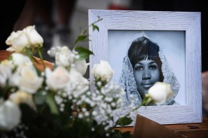 Queen of Soul, Franklin mengembuskan napas terakhir di kediamannya di Detroit dengan dikelilingi keluarga dan orang terkasihnya, Kamis. Franklin meninggal pada usia 76 tahun. AFP Photo/Mark Ralston