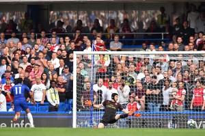 Chelsea unggul lebih dulu pada menit kesembilan berkat gol Pedro. Pemain asal Spanyol itu membobol gawang Petr Cech setelah memanfaatkan kompatriotnya, Marcos Alonso. Afp Photo/Glyn Kirk