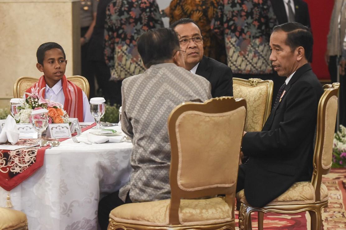 Bertemu Jokowi, Joni Minta Hadiah Sepeda dan Rumah