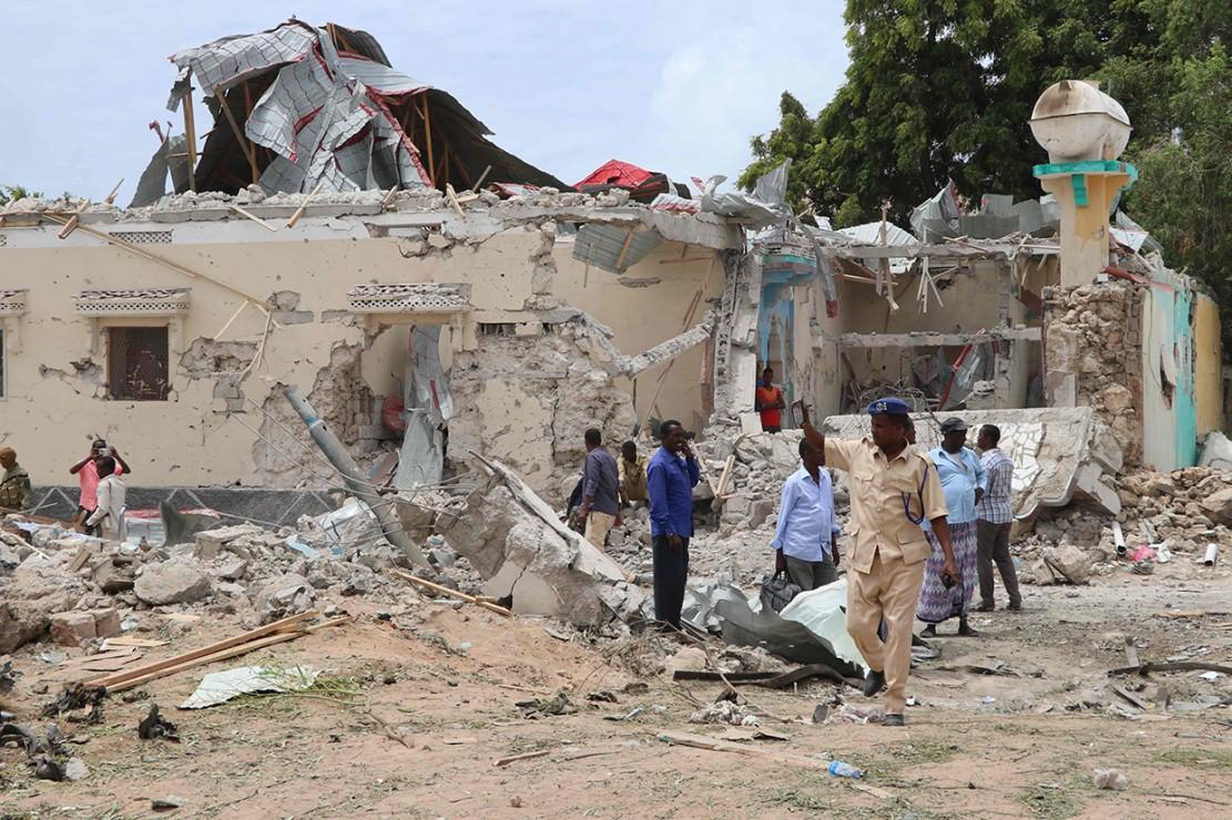 Kejadian ini diduga dilakukan oleh kelompok Al-Shabaab dan al-Qaeda. Kelompok Al Shabaab sendiri diketahui berjuang untuk menggulingkan pemerintah.