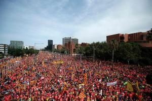 Lautan manusia memenuhi jalanan Catalonia pada 11 September yang merupakan 'hari nasional' Catalonia. Afp Photo/Pau Barrena