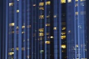 Festival lampu Tribute in Light itu merupakan bagian dari rangkaian penghormatan 17 tahun terjadinya tragedi 11 September di Amerika Serikat.