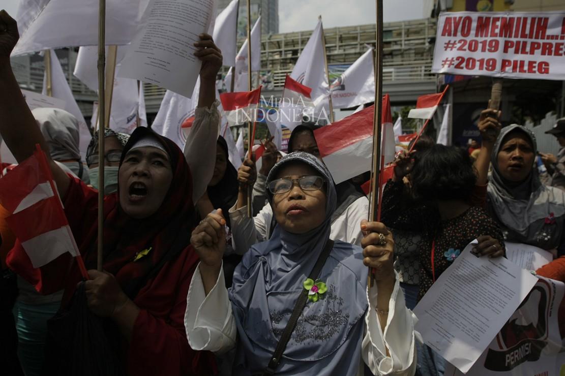 Ratusan Perempuan Demo Tolak Politisasi Emak-emak