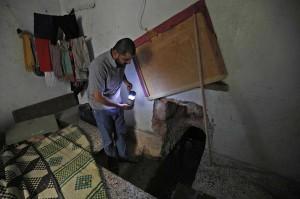 Hadheefa yang tinggal di barat laut Provinsi Idlib, bertekad dia dan keluarganya akan siap semaksimal mungkin untuk setiap serangan senjata kimia, dan bahkan telah menggali gua di bawah rumahnya untuk berlindung dari pemboman.