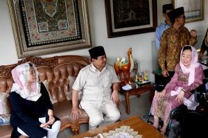 Kunjungan Prabowo merupakan kelanjutan dari kunjungan bakal calon wakil presiden Sandiaga Uno yang terlebih dahulu mengunjungi kediaman Sinta Wahid pada Senin, 10 September 2018.