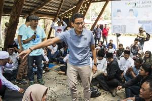 Bakal Calon Wakil Presiden Sandiaga Uno berdialog dengan sejumlah komunitas dan pengusaha muda di Lembang, Kabupaten Bandung Barat, Jawa Barat.