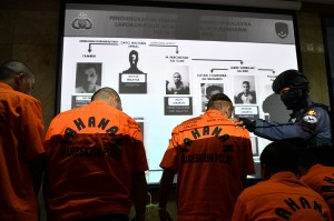 Polri membongkar dua sindikat perdagangan orang, yaitu jaringan Maroko (Timur Tengah) dan Malaysia dengan menangkap delapan tersangka.