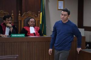 Majelis hakim menjatuhkan hukuman dua tahun penjara, denda Rp200 juta subsider dua bulan kurungan.