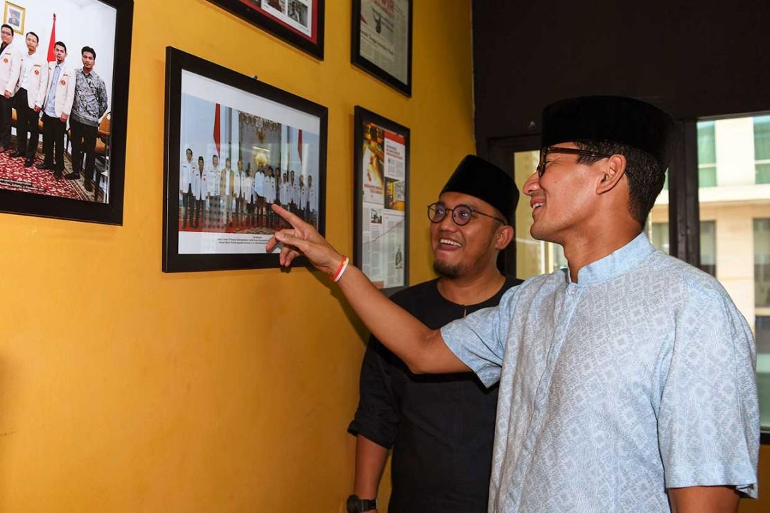 Sebelumnya,Dahnil mengatakan bahwa kedatangan mantan wakil gubernur DKI Jakarta tersebut untuk bersilaturahmi dan berdialog dengan pengurus PP Pemuda Muhammadiyah, sekalian diajak melayani warga makan siang.