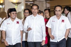 Dalam arahannya, Jokowi mengatakan, Projo bukanlah relawan 'kardus'. Dia yakin relawan Projo memiliki militansi dan semangat juang yang tinggi.