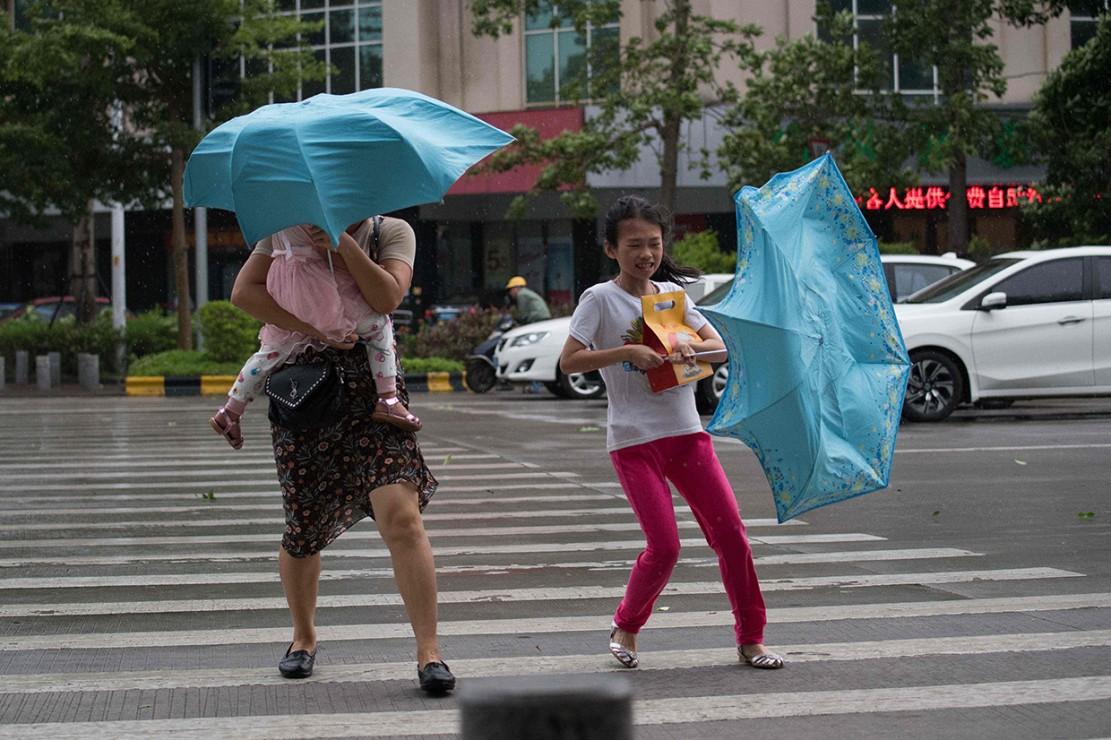 Setelah Filipina, Topan Mangkhut Hantam Hong Kong dan Tiongkok