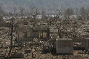 Puing sisa bangunan yang dulunya merupakan wilayah Desa Wado, Kecamatan Wado, Kabupaten Sumedang, Jawa Barat.