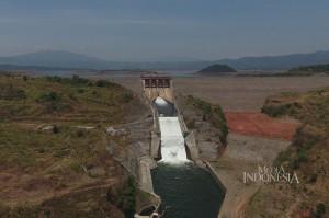 Pintu air waduk Jatigede di Kabupaten Sumedang, Jawa Barat.