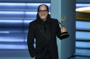 Stradara Glenn Weiss melamar kekasihnya saat memperoleh penghargaan sebagai Outstanding director for a variety special untuk acara 'The Oscars' pada acara Emmy Awards ke-70, di Microsoft Theater, Los Angeles, Senin, 17 September 2018 waktu setempat.
