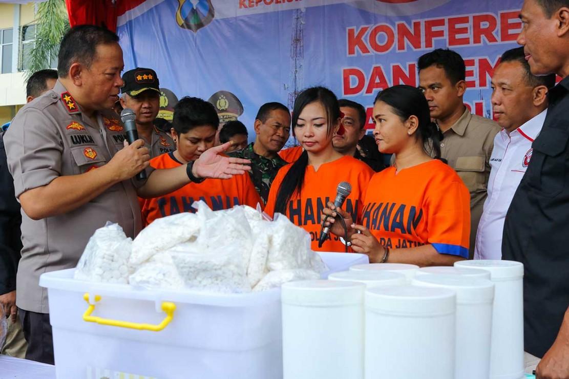 Polda Jatim Musnahkan Puluhan Kg Ganja dan Sabu
