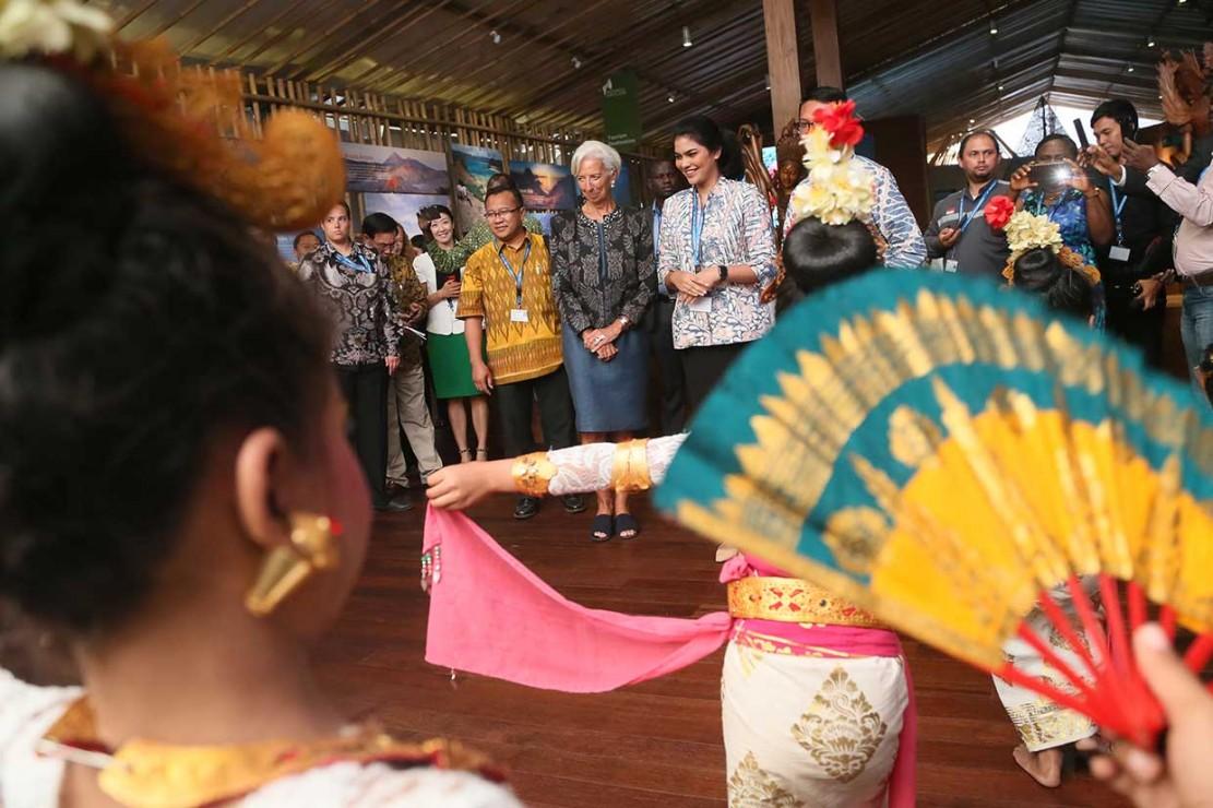 Lagarde Terkesan dengan Paviliun Indonesia