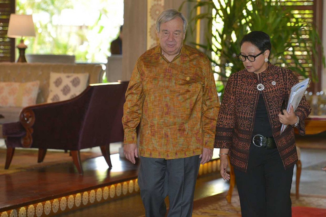 Sekjen PBB Kenakan Batik Saat Bertemu Jokowi