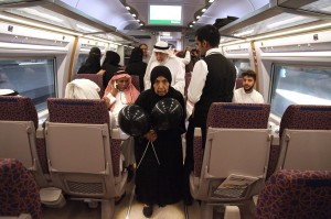 Tujuan utama dibangun infrastruktur kereta api super cepat ini menurut Menteri Transportasi Arab Saudi Nabil Al Amoudi adalah sebagai sarana angkutan publik termasuk rombongan haji maupun umrah.