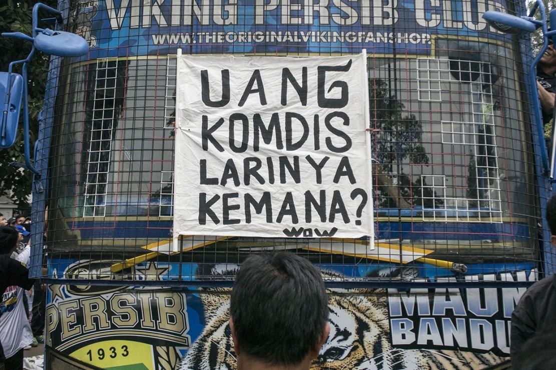 Protes Keputusan PSSI, Ribuan Bobotoh Demo di Gedung Sate