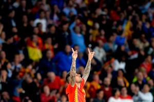 Spanyol memperbaiki permainannya pada babak kedua, dan pemain pengganti Paco Alcacer memperkecil ketertinggalan pada menit ke-57 lewat tandukan menyambut tendangan sudut Marco Acencio.