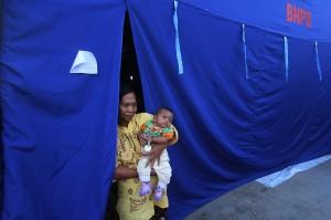 Sebanyak 110 kepala keluarga pengungsi korban banjir di Kelurahan Bukit Datuk dan Bumi Ayu Kota Dumai menempati tenda yang disediakan oleh otoritas penanggulangan bencana daerah dan ada sebagiannya lagi korban banjir mengungsi ke kantor kelurahan setempat.