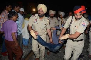 Peristiwa tersebut terjadi pada Jumat malam pukul 18.45 waktu setempat, di Jaura Phatak di Amritsar, Kota Suci Sikh di Punjab, saat orang-orang berkerumun untuk menyaksikan perayaan festival Hindu, Dussehra, dan satu kereta kemudian menabrak ratusan dari mereka yang berdiri di jalur rel kereta.