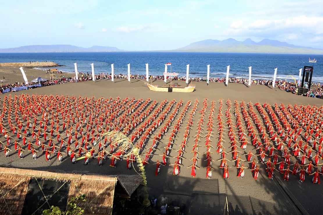 Pergelaran kesenian kolosal Gandrung Sewu 2018 ditargetkan mampu menjaring lebih banyak wisatawan ke Banyuwangi.