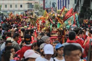 Kegiatan rutin tahunan ini digelar oleh Yayasan Fat Cu Kung Bio, Glodok, dalam rangka merayakan she jit atau ulang tahun Dewa Fat Cu Kung.