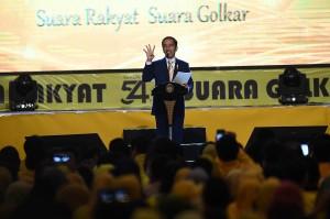 Presiden Joko Widodo menyampaikan sambutan ketika menghadiri HUT Ke-54 Partai Golkar di JI Expo, Kemayoran, Jakarta.