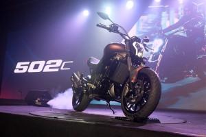 Jika melihat secara sepinttas, desain Benelli 502C mirip dengan Ducati Diavel dengan ukuran yang lebih ringkas.