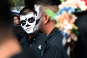Banyak orang menganggap festival itu sebagai perayaan Hallowen ala Meksiko.