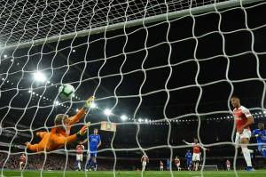 Pada menit ke-63 Arsenal berbalik unggul lewat gol Pierre-Emerick Aubameyang, yang baru masuk dua menit sebelumnya.