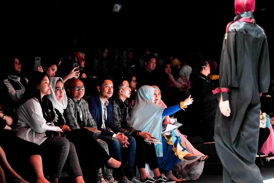 DI antara penonton VIP, ada Kahiyang Ayu -putri Presiden Joko Widodo.