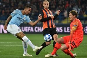 Manchester City hampir membuka keunggulan pada menit 28 ketika David Silva melepaskan tendangan pada sentuhan pertamanya namun bola membentur tiang gawang dan sambaran Gabriel Jesus atas bola muntah masih melenceng dari sasaran.