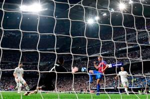 Beruntung bagi Madrid tidak kemasukan gol sebelum turun minum ketika klub lawannya asal Ceko memiliki tiga peluang yang gagal dimaksimalkan.