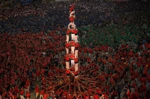 Warga Catalonia Spanyol memiliki tradisi unik dan menarik untuk menyambut datangnya musim gugur. Tradisi itu berupa kompetisi bernama Castell yang telah ada sejak 200 tahun lalu.