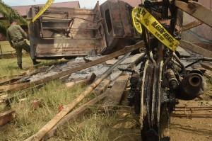 Aksi pembakaran tersebut menghanguskan gedung utama mapolsek, musala, tempat parkir, satu unit mobil patroli dan sepeda motor.