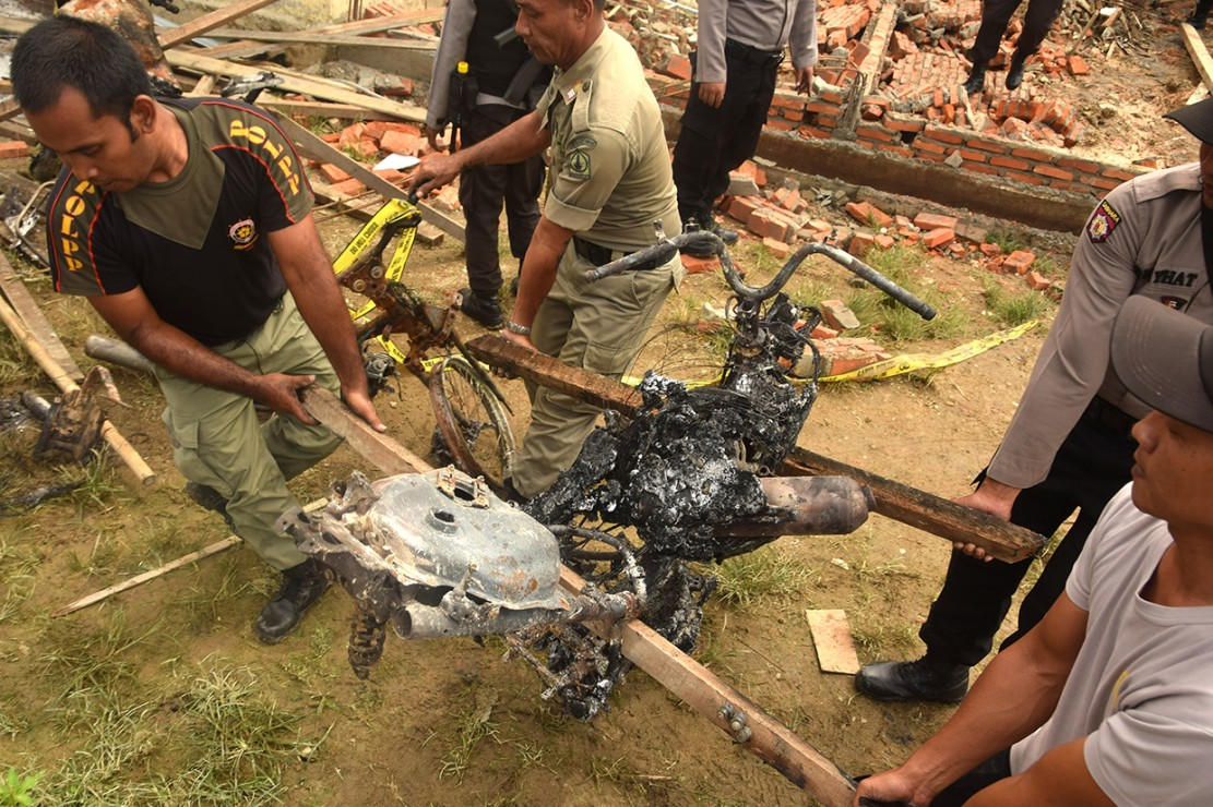 Aksi pembakaran Polsek Bendahara dipicu kemarahan warga setelah salah satu warga yang diduga sebagai pengedar narkoba meninggal usai ditangkap polisi.