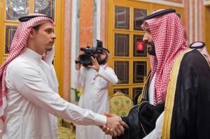 Raja Salman dan Pangeran Muhammad menyampaikan belasungkawa mereka kepada Salah dan Sahel atas meninggalnya ayah mereka Khashoggi.