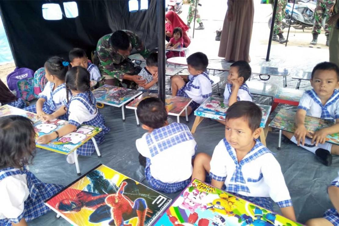 Yonarhanud 16/SBC Gelar Lomba Mewarnai Anak Korban Gempa
