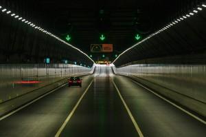 Terowongan bawah laut bagian dari jembatan terpanjang di dunia yang menghubungkan Hong Kong-Macau-Zhuhai di Tiongkok.
