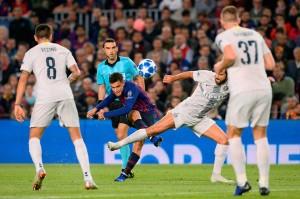 Tanpa diperkuat Lionel Messi yang cedera, Barca bermain normal dan menguasai jalannya pertandingan. Percobaan gelandang Philippe Coutinho belum menemui sasaran.