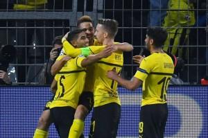 Guerreiro melengkapi kemenangan Dortmund menjadi 4-0 dengan gol keduanya di menit-menit terakhir babak kedua.