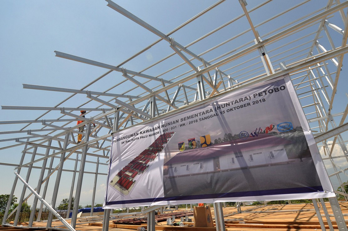 Kementerian Pekerjaan Umum dan Perumahan Rakyat (PUPR) akan membangun 1.200 hunian sementara yang diperuntukan bagi korban gempa, tsunami dan pencairan tanah (likuifaksi) di Palu, Sigi dan Donggala.