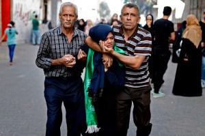 Saudari al-Baz tidak dapat menahan kesedihan selama proses pemakaman almarhum. Dalam sebuah pernyataan sebelumnya, Kementerian Kesehatan mengumumkan bahwa al-Baz menderita luka serius di kepala.