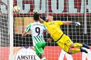 10 menit babak kedua berjalan tim tamu menggandakan keunggulan  lewat tembakan melengkung dari luar kotak penalti Lo Celso yang membuat kiper Pepe Reina mati langkah.