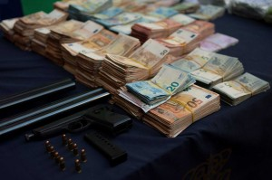 Polisi juga menyita uang tunai, senjata, dan kendaraan mewah.