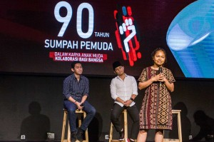 Co-Founder Ruangguru Belva Devara (kiri), Wakil Bupati Trenggalek Muhammad Nur Arifin (tengah), aktivis muda Indonesia Timur Hanna Keraf menjadi pembicara dalam diskusi forum pemuda 2018 di Jakarta, Sabtu, 27 Oktober 2018.