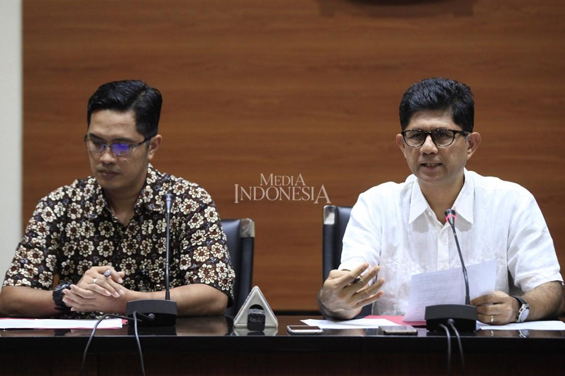 Komisi Pemberantasan Korupsi (KPK) menetapkan tujuh orang sebagai tersangka dalam kasus dugaan suap anggota Komisi B Dewan Perwakilan Rakyat Daerah (DPRD) Kalimantan Tengah terkait pelaksanaan tugas dan fungsi pengawasan dalam bidang perkebunan, kehutanan, penambangan dan lingkungan hidup di lingkungan Pemerintah Provinsi Kalimantan Tengah tahun 2018.